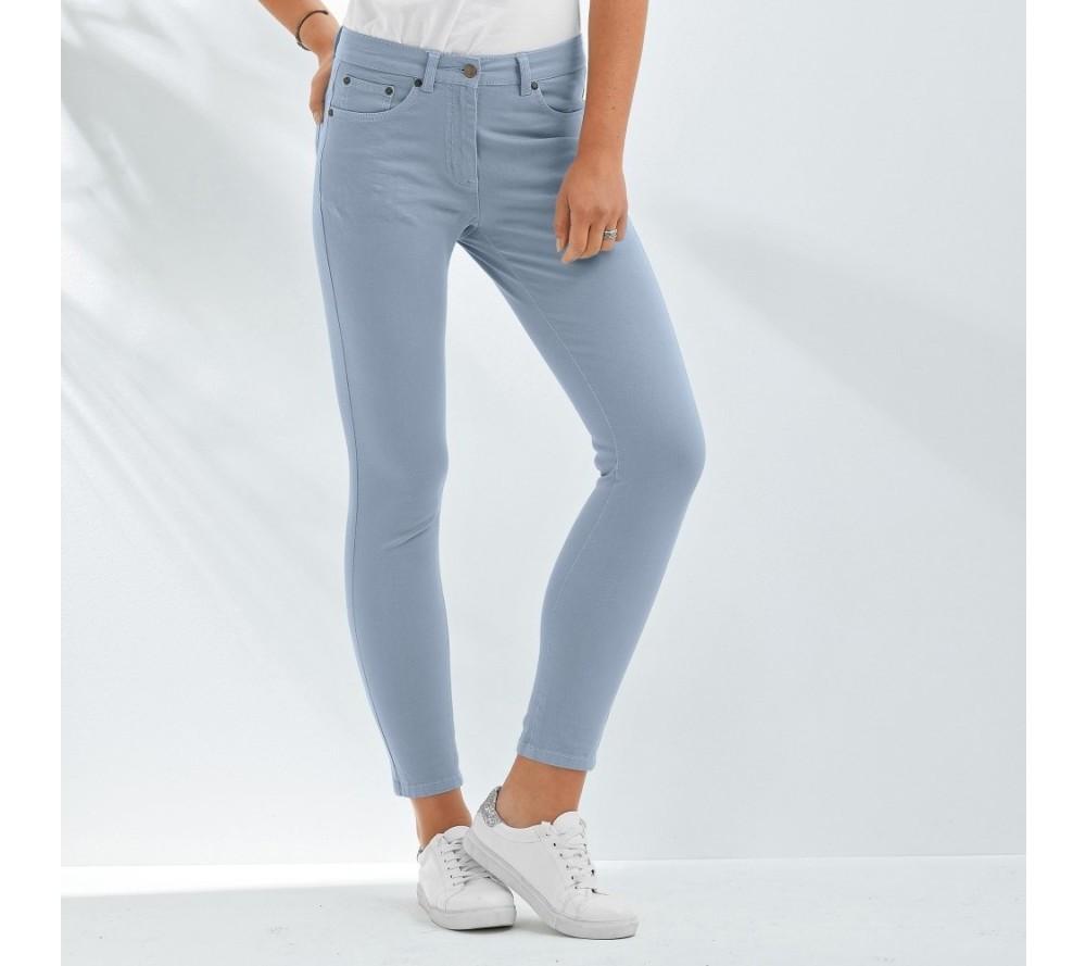 A prečo prešívanú bundu rovno neskombinovať s týmito 7 8 farebnými  nohavicami  Sú z pružného materiálu d737f5e546a