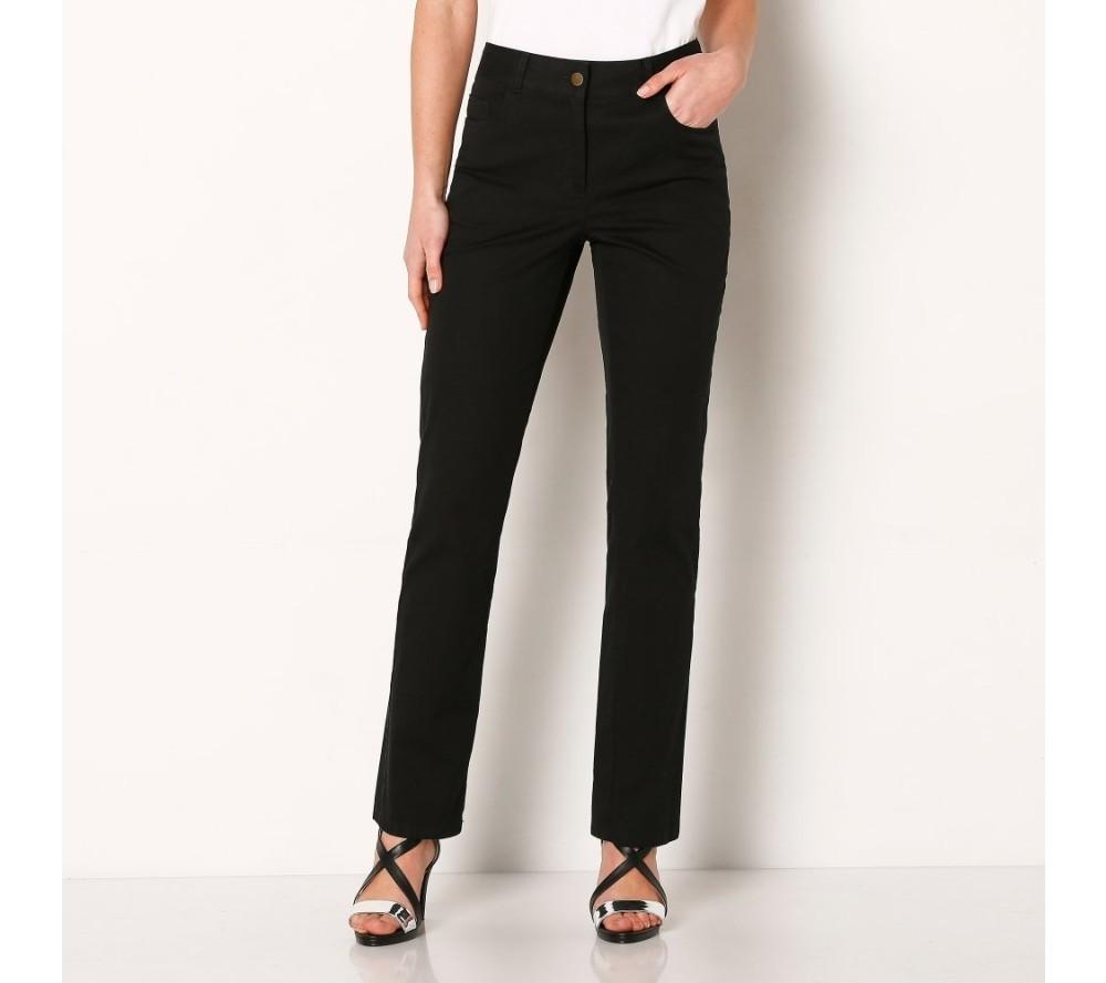 04a4ac23756c Preto sa nebojte obliecť si občas namiesto smutných čiernych džínsov aj  biele nohavice